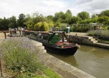 Narrowboat approaching Iffley Lock